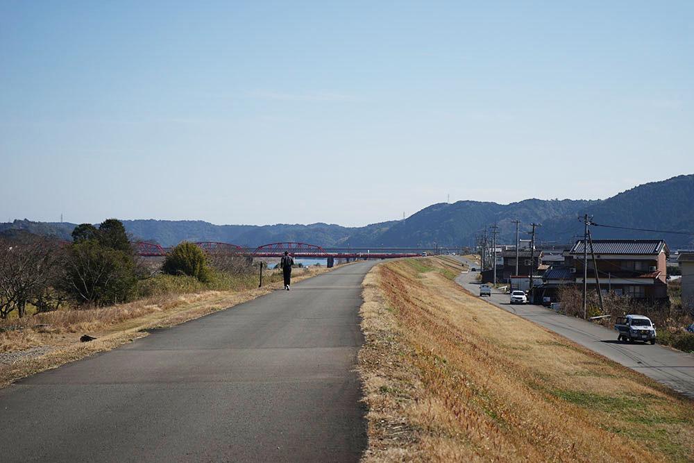 入田のヤナギ林 赤鉄橋