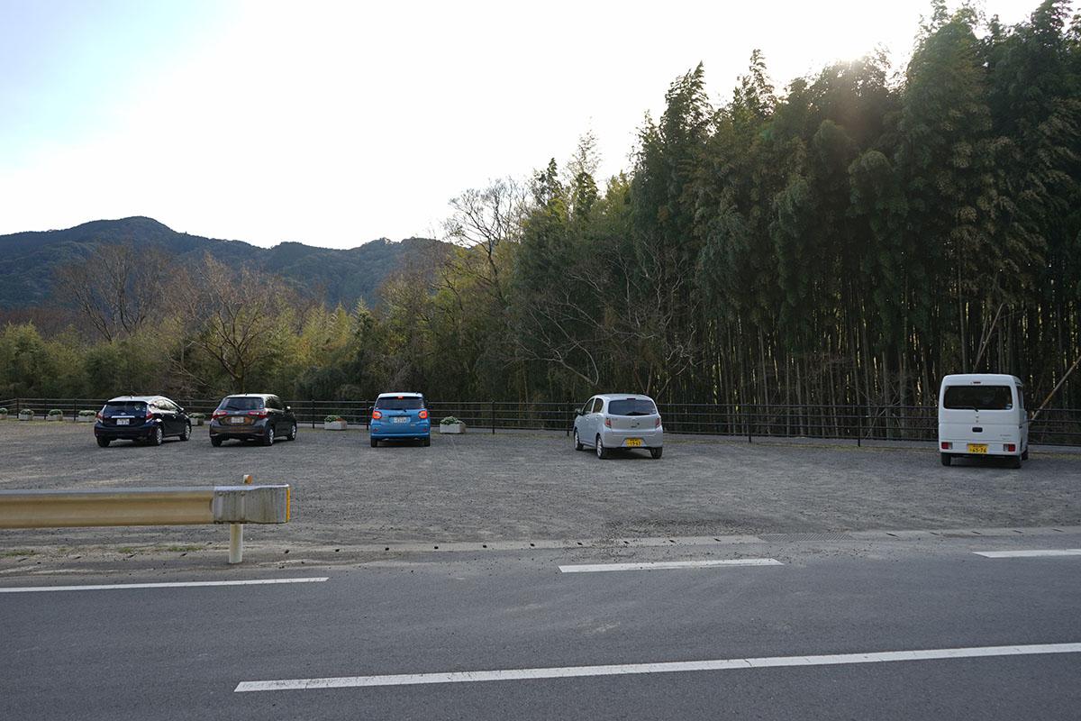 佐田沈下橋の駐車場