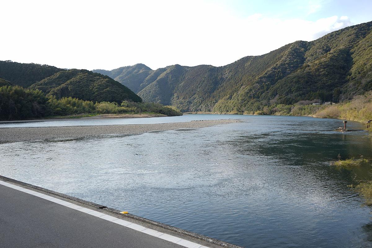 佐田沈下橋の景色