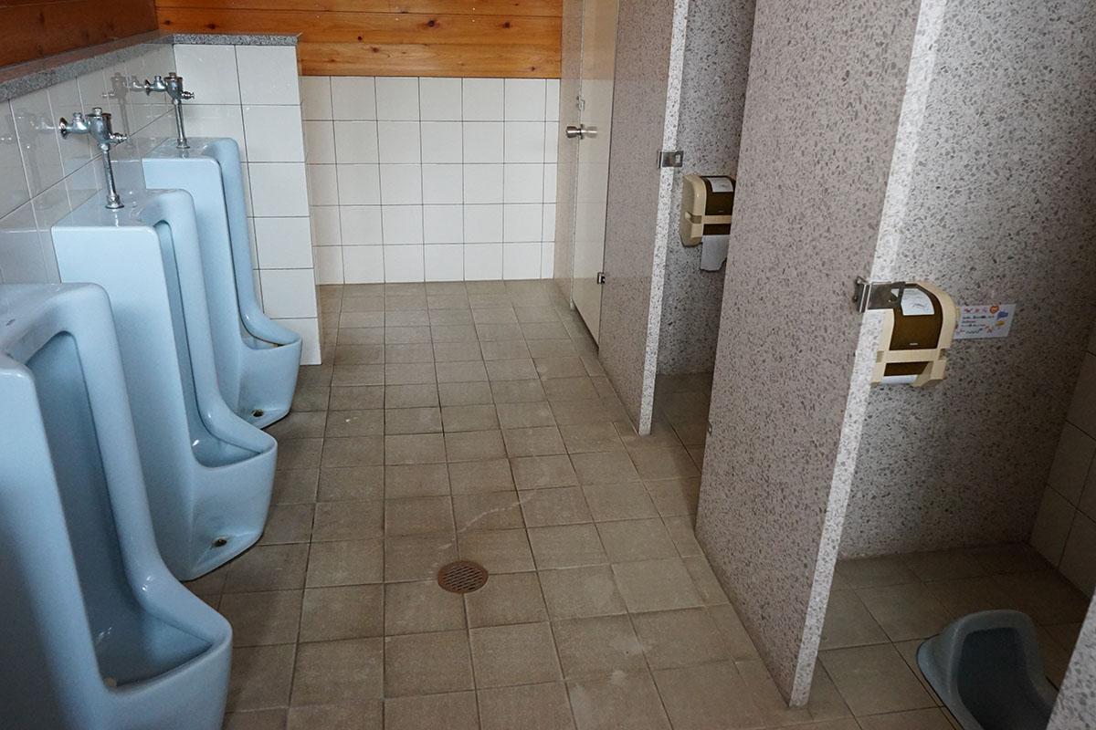 オートキャンプ場とまろっとのトイレ