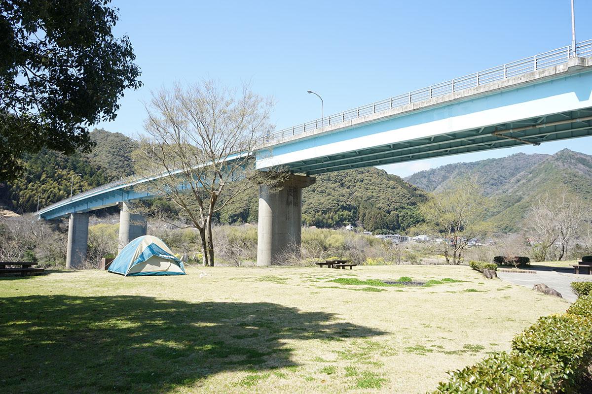 四万十ひろばキャンプ場のテントサイト