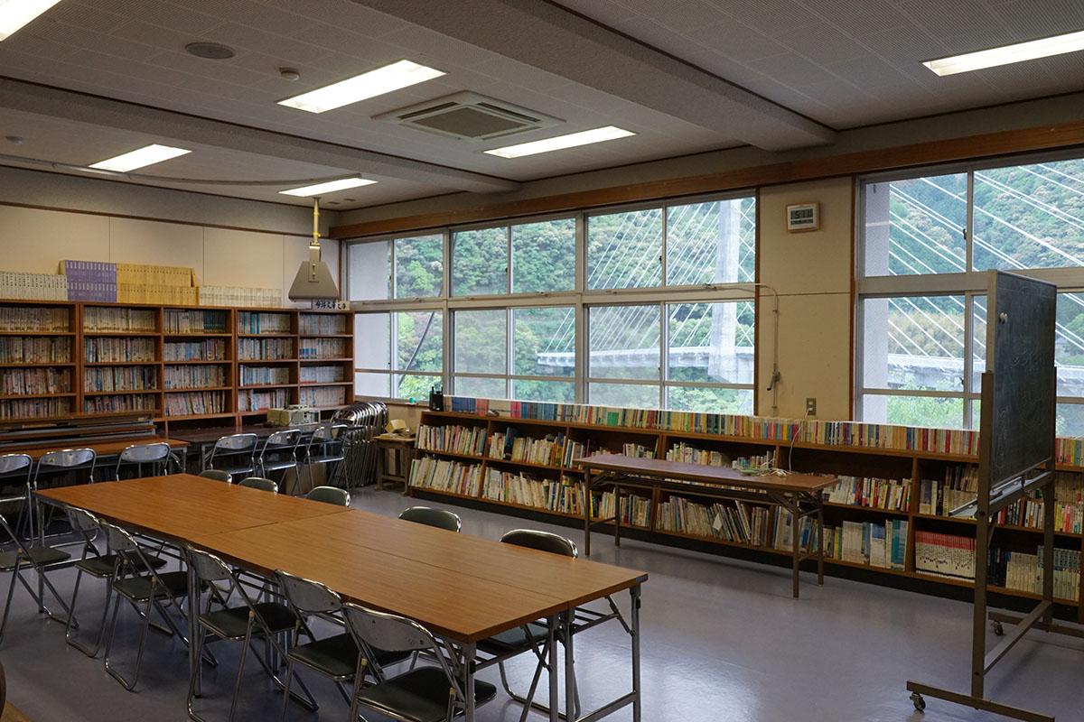 四万十楽舎の図書室