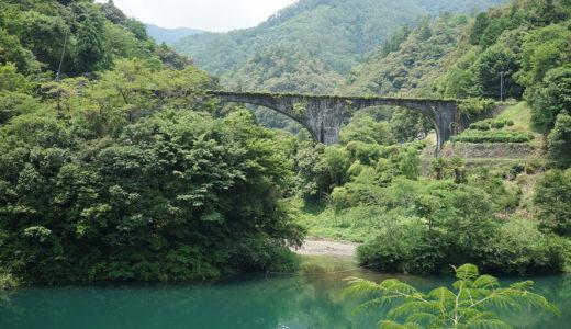 【下津井めがね橋】かつて天然林の巨木を搬出していた橋。今は山奥にひっそりとたたずむ。