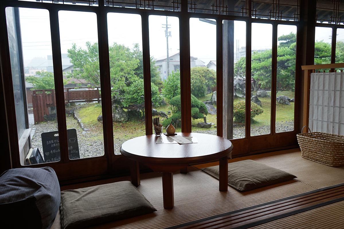 古民家カフェ半平のテーブル席