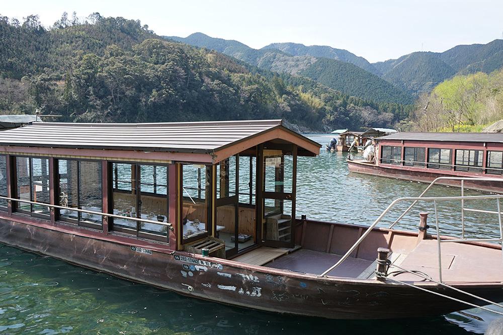 四万十の碧の屋形船